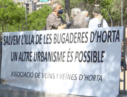 La Plataforma Salvem l'Illa de les Bugaderes d'Horta davant l'inici de l'enderroc en la zona de Llobregós-Baixada de Can Mateu
